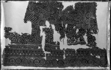 <em>Fostat Textile Fragment</em>, 12th-15th century. Printed cotton, 19 11/16 x 23 5/8 in. (50 x 60 cm). Brooklyn Museum, Charles Edwin Wilbour Fund, 38.849. Creative Commons-BY (Photo: Brooklyn Museum, 38.849_acetate_bw.jpg)