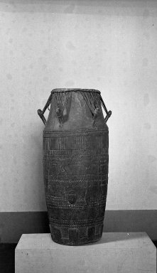 Akan. <em>Ceremonial Drum</em>, late 19th or early 20th century. Wood, (height: 52.0 cm. Brooklyn Museum, A. Augustus Healy Fund, 38.8. Creative Commons-BY (Photo: Brooklyn Museum, 38.8_acetate_bw.jpg)
