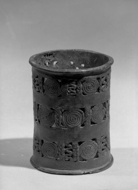 Edo. <em>Altar Stand for a Vessel</em>. Copper alloy, 4 5/16 x 3 3/8 in. (11 x 8.5 cm). Brooklyn Museum, Alfred W. Jenkins Fund, 39.114. Creative Commons-BY (Photo: Brooklyn Museum, 39.114_acetate_bw.jpg)