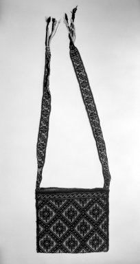 Huichol (Wixárika). <em>Shoulder Bag</em>. Woven wool Brooklyn Museum, 40.762. Creative Commons-BY (Photo: Brooklyn Museum, 40.762_bw.jpg)