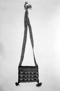 Huichol (Wixárika). <em>Small Shoulder Bag</em>. Woven wool Brooklyn Museum, 40.763. Creative Commons-BY (Photo: Brooklyn Museum, 40.763_bw.jpg)