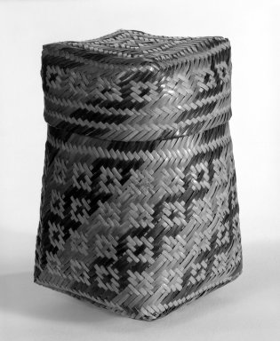 Chitimacha. <em>Basket with Cover</em>. Split cane, 6 7/8 × 4 1/8 × 4 1/8 in. (17.5 × 10.5 × 10.5 cm). Brooklyn Museum, Gift of D.D. Streeter, 40.787a-b. Creative Commons-BY (Photo: Brooklyn Museum, 40.787a-b_bw.jpg)