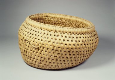 <em>Straw Basket (Dunggumi)</em>, early 20th century. Straw, 18 7/8 x 12 3/16 x 15 9/16 in. (48 x 31 x 39.6 cm). Brooklyn Museum, Brooklyn Museum Collection, 40.928.18. Creative Commons-BY (Photo: Brooklyn Museum, 40.928.18.jpg)