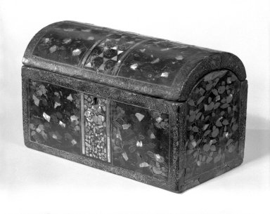 <em>Export Lacquer Box for the Portuguese Market</em>, late 16th century. Black lacquer on wood, abalone inlay, metal hinges and clasp., 4 3/8 x 7 1/8 x 3 3/4 in. (11.1 x 18.1 x 9.5 cm). Brooklyn Museum, Museum Expedition 1941, Frank L. Babbott Fund, 41.1275.8. Creative Commons-BY (Photo: Brooklyn Museum, 41.1275.8_bw.jpg)