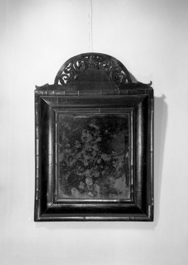 American. <em>Looking Glass</em>, 1700-1720. Walnut veneer, 25 x 17 1/4 x 2 3/4 in. (63.5 x 43.8 x 7 cm). Brooklyn Museum, Anonymous gift, 42.118.34. Creative Commons-BY (Photo: Brooklyn Museum, 42.118.34_acetate_bw.jpg)