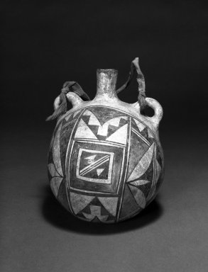 Haak'u (Acoma Pueblo). <em>Canteen</em>. Clay, slip, cloth, 7 1/2 x 5 1/2 in (19 x 14 cm). Brooklyn Museum, Anonymous gift in memory of Dr. Harlow Brooks, 43.201.209. Creative Commons-BY (Photo: Brooklyn Museum, 43.201.209_bw.jpg)