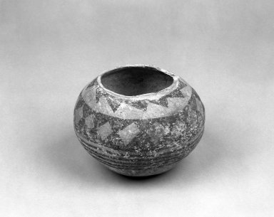 Southwest (unidentified). <em>Bowl</em>. Clay, slip, pigment, 4 3/4 x 6 1/8 in. (12.1 x 15.6 cm). Brooklyn Museum, Anonymous gift in memory of Dr. Harlow Brooks, 43.201.222. Creative Commons-BY (Photo: Brooklyn Museum, 43.201.222_bw.jpg)