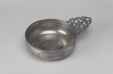 Samuel Danforth. <em>Porringer</em>, 1793-1802. Pewter, 2 x 8 1/8 x 5 5/8 in. (5.1 x 20.6 x 14.3 cm). Brooklyn Museum, Designated Purchase Fund, 45.10.101. Creative Commons-BY (Photo: Brooklyn Museum, 45.10.101.jpg)