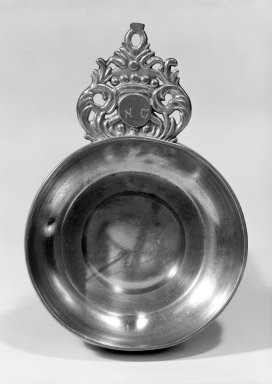 Joseph Leddell Sr. or Joseph Leddell Jr.. <em>Porringer</em>, 1712-1754. Pewter, 5 in. (12.7 cm). Brooklyn Museum, Designated Purchase Fund, 45.10.150. Creative Commons-BY (Photo: Brooklyn Museum, 45.10.150_bw.jpg)