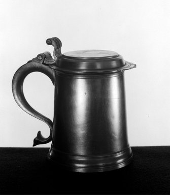 Frederick Bassett (American, active 1761-1800). <em>Flat-Top Tankard with Crenated Lid</em>, 1761-1800. Pewter, 6 7/8 x 7 3/8 x 5 1/2 in. (17.5 x 18.7 x 14 cm). Brooklyn Museum, Designated Purchase Fund, 45.10.158. Creative Commons-BY (Photo: Brooklyn Museum, 45.10.158_bw.jpg)