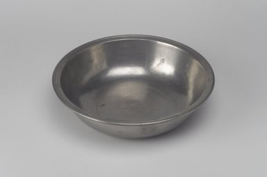 Richard Austin. <em>Basin</em>, 1793-1817. Pewter, 2 x 8 x 8 in. (5.1 x 20.3 x 20.3 cm). Brooklyn Museum, Designated Purchase Fund, 45.10.16. Creative Commons-BY (Photo: Brooklyn Museum, 45.10.16.jpg)
