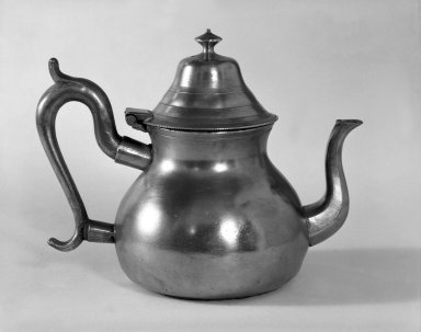 Timothy Brigden. <em>Teapot</em>. Brooklyn Museum, Designated Purchase Fund, 45.10.160. Creative Commons-BY (Photo: Brooklyn Museum, 45.10.160_bw.jpg)