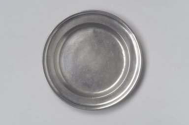 Peter Young. <em>Plate</em>, 1785-1795. Pewter, 3/4 x 8 7/8 x 8 7/8 in. (1.9 x 22.5 x 22.5 cm). Brooklyn Museum, Designated Purchase Fund, 45.10.166. Creative Commons-BY (Photo: Brooklyn Museum, 45.10.166.jpg)