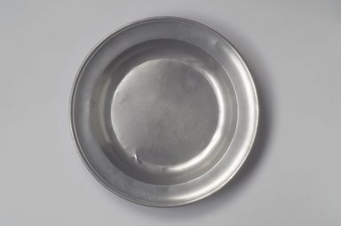 Peter Young. <em>Deep Dish</em>, 1785-1795. Pewter, 1 3/4 x 13 1/2 x 13 1/2 in. (4.4 x 34.3 x 34.3 cm). Brooklyn Museum, Designated Purchase Fund, 45.10.167. Creative Commons-BY (Photo: Brooklyn Museum, 45.10.167.jpg)