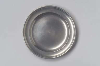 Thomas Danforth III (American, 1756-1840). <em>Plate</em>, 1777-1818. Pewter, 7/8 x 9 x 9 in. (2.2 x 22.9 x 22.9 cm). Brooklyn Museum, Designated Purchase Fund, 45.10.181. Creative Commons-BY (Photo: Brooklyn Museum, 45.10.181.jpg)