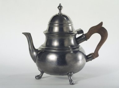 William Will. <em>Teapot</em>, 1764-1798. Pewter, wood, 8 x 4 in. (20.3 x 10.2 cm). Brooklyn Museum, Designated Purchase Fund, 45.10.194. Creative Commons-BY (Photo: Brooklyn Museum, 45.10.194.jpg)
