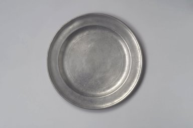 Samuel Pierce. <em>Dish</em>, 1792-1830. Pewter, 3/4 x 12 1/4 x 12 1/4 in. (1.9 x 31.1 x 31.1 cm). Brooklyn Museum, Designated Purchase Fund, 45.10.22. Creative Commons-BY (Photo: Brooklyn Museum, 45.10.22.jpg)