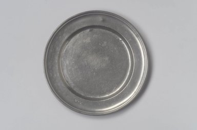 <em>Dish</em>. Pewter, 5/8 x 9 x 9 in. (1.6 x 22.9 x 22.9 cm). Brooklyn Museum, Designated Purchase Fund, 45.10.220. Creative Commons-BY (Photo: Brooklyn Museum, 45.10.220.jpg)