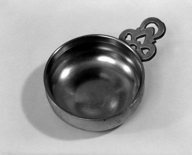 Possibly Richard Lee Jr.. <em>Porringer</em>, ca. 1820. Pewter, 1 1/2 x 4 5/8 x 3 1/4 in. (3.8 x 11.7 x 8.3 cm). Brooklyn Museum, Designated Purchase Fund, 45.10.228. Creative Commons-BY (Photo: Brooklyn Museum, 45.10.228_bw.jpg)