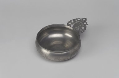 "Unknown. <em>Porringer, with Unidentified ""R.G."" Touch</em>, probably late 18th-early 19th century. Pewter, 1 7/8 x 6 1/8 x 4 1/2 in. (4.8 x 15.6 x 11.4 cm). Brooklyn Museum, Designated Purchase Fund, 45.10.229. Creative Commons-BY (Photo: Brooklyn Museum, 45.10.229.jpg)"