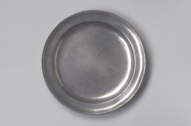 Samuel Pierce. <em>Dish</em>, 1792-1830. Pewter, 1 1/8 x 11 1/4 x 11 1/4 in. (2.9 x 28.6 x 28.6 cm). Brooklyn Museum, Designated Purchase Fund, 45.10.23. Creative Commons-BY (Photo: Brooklyn Museum, 45.10.23.jpg)