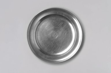 Thomas Badger, Jr.. <em>Plate</em>, 1787-1818. Pewter, 5/8 x 8 1/2 x 8 1/2 in. (1.6 x 21.6 x 21.6 cm). Brooklyn Museum, Designated Purchase Fund, 45.10.3. Creative Commons-BY (Photo: Brooklyn Museum, 45.10.3.jpg)