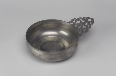 William Billings. <em>Porringer</em>, 1791-1806. Pewter, 2 1/8 x 7 1/2 x 5 1/4 in. (5.4 x 19.1 x 13.3 cm). Brooklyn Museum, Designated Purchase Fund, 45.10.33. Creative Commons-BY (Photo: Brooklyn Museum, 45.10.33.jpg)