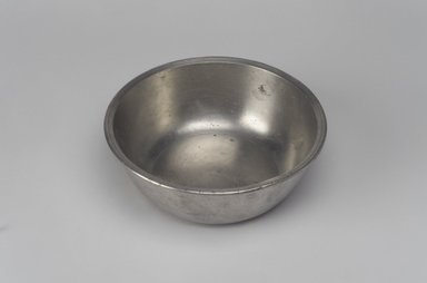 Samuel Hamlin. <em>Basin</em>, 1771-1801. Pewter, 2 x 5 7/8 x 5 7/8 in. (5.1 x 14.9 x 14.9 cm). Brooklyn Museum, Designated Purchase Fund, 45.10.35. Creative Commons-BY (Photo: Brooklyn Museum, 45.10.35.jpg)