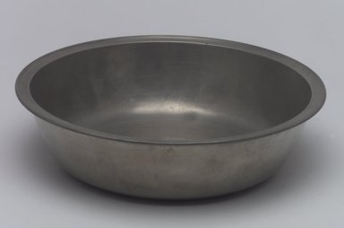 William Billings. <em>Dish</em>, 1791-1806. Pewter, 1 5/8 x 14 7/8 x 14 7/8 in. (4.1 x 37.8 x 37.8 cm). Brooklyn Museum, Designated Purchase Fund, 45.10.39. Creative Commons-BY (Photo: Brooklyn Museum, 45.10.39.jpg)