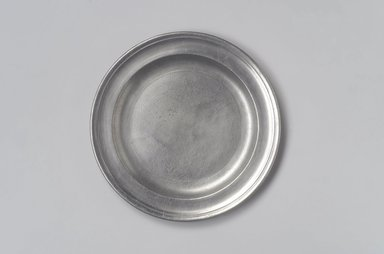 Thomas Melville (The Younger). <em>Plate</em>, 1796-1824. Pewter, 5/8 x 8 3/8 x 8 3/8 in. (1.6 x 21.3 x 21.3 cm). Brooklyn Museum, Designated Purchase Fund, 45.10.44. Creative Commons-BY (Photo: Brooklyn Museum, 45.10.44.jpg)