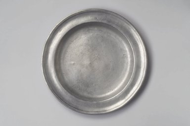 Samuel Hamlin. <em>Dish</em>, 1771-1801. Pewter, 1 1/2 x 13 1/2 x 13 1/2 in. (3.8 x 34.3 x 34.3 cm). Brooklyn Museum, Designated Purchase Fund, 45.10.51. Creative Commons-BY (Photo: Brooklyn Museum, 45.10.51.jpg)