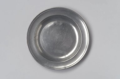 Stephen Barns. <em>Plate</em>, ca. 1792-1800. Pewter, 5/8 x 8 3/4 x 8 3/4 in. (1.6 x 22.2 x 22.2 cm). Brooklyn Museum, Designated Purchase Fund, 45.10.60. Creative Commons-BY (Photo: Brooklyn Museum, 45.10.60.jpg)
