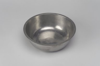 Josiah Danforth. <em>Basin</em>, 1825-1837. Pewter, 2 x 5 7/8 x 5 7/8 in. (5.1 x 14.9 x 14.9 cm). Brooklyn Museum, Designated Purchase Fund, 45.10.61. Creative Commons-BY (Photo: Brooklyn Museum, 45.10.61.jpg)
