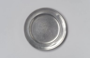 Jacob Whitmore. <em>Plate</em>, 1758-1790. Pewter, 5/8 x 7 7/8 x 7 7/8 in. (1.6 x 20 x 20 cm). Brooklyn Museum, Designated Purchase Fund, 45.10.74. Creative Commons-BY (Photo: Brooklyn Museum, 45.10.74.jpg)