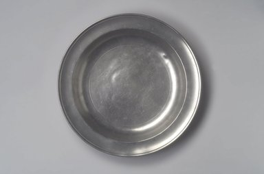 Stephen Barns. <em>Deep Dish</em>, ca. 1792-1800. Pewter, 1 1/2 x 13 1/8 x 13 1/8 in. (3.8 x 33.3 x 33.3 cm). Brooklyn Museum, Designated Purchase Fund, 45.10.84. Creative Commons-BY (Photo: Brooklyn Museum, 45.10.84.jpg)