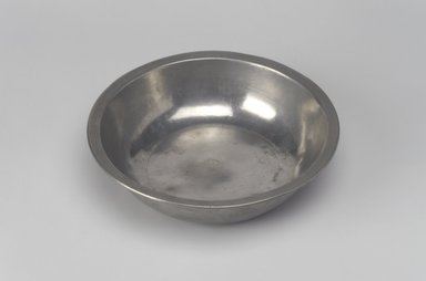Samuel Danforth. <em>Basin</em>, 1793-1802. Pewter, 1 3/4 x 6 3/4 x 6 3/4 in. (4.4 x 17.1 x 17.1 cm). Brooklyn Museum, Designated Purchase Fund, 45.10.90. Creative Commons-BY (Photo: Brooklyn Museum, 45.10.90.jpg)
