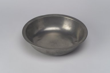 William Danforth. <em>Basin</em>, 1792-1820. Pewter, 2 x 7 7/8 x 8 in. (5.1 x 20 x 20.3 cm). Brooklyn Museum, Designated Purchase Fund, 45.10.93. Creative Commons-BY (Photo: Brooklyn Museum, 45.10.93.jpg)
