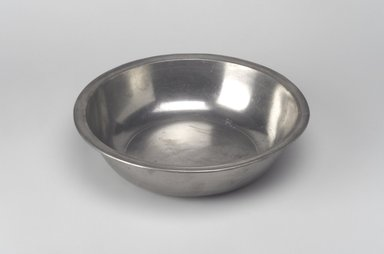 Joseph Danforth. <em>Basin</em>, 1780-1788. Pewter, 2 1/4 x 9 x 9 in. (5.7 x 22.9 x 22.9 cm). Brooklyn Museum, Designated Purchase Fund, 45.10.98. Creative Commons-BY (Photo: Brooklyn Museum, 45.10.98.jpg)