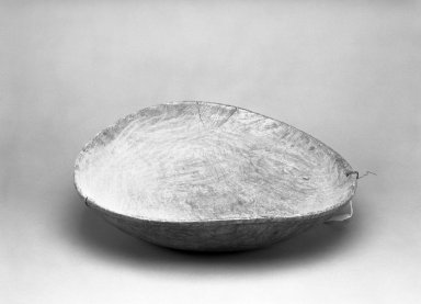 Chippewa (Anishinaabe). <em>Bowl</em>. Wood, metal, 5 3/4 × 22 1/4 × 22 in. (14.6 × 56.5 × 55.9 cm). Brooklyn Museum, By exchange, 46.100.41. Creative Commons-BY (Photo: Brooklyn Museum, 46.100.41_bw.jpg)