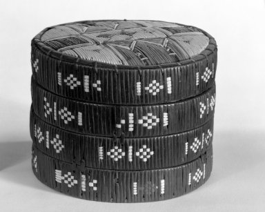 Micmac (Mi'Kmaq). <em>Trinket Box and Cover</em>, ca. 1800. Bark, birch bark, quills, spruce root, 4 1/8 × 5 1/2 × 5 1/2 in. (10.5 × 14 × 14 cm). Brooklyn Museum, Henry L. Batterman Fund, 46.78.6a-b. Creative Commons-BY (Photo: Brooklyn Museum, 46.78.6a-b_group_bw.jpg)