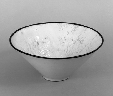 <em>Bowl</em>, 1644-1911. Porcelain, 3 1/8 x 7 5/8 in. (8 x 19.4 cm). Brooklyn Museum, Anonymous gift, 47.219.12a-b. Creative Commons-BY (Photo: Brooklyn Museum, 47.219.12a-b_bw.jpg)