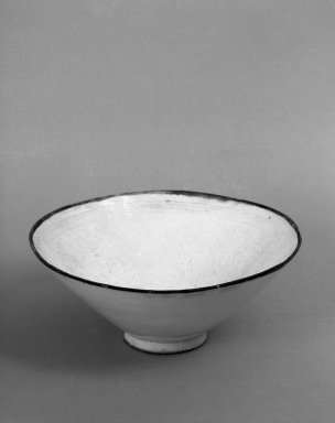 <em>Bowl</em>, 1644-1911. Porcelain, 3 1/4 x 8 in. (8.3 x 20.3 cm). Brooklyn Museum, Anonymous gift, 47.219.1. Creative Commons-BY (Photo: Brooklyn Museum, 47.219.1_bw.jpg)