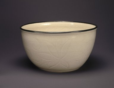 <em>Bowl</em>, 960-1127. Porcelain with glaze, 5 x 9 5/8 in. (12.7 x 24.5 cm). Brooklyn Museum, Anonymous gift, 47.219.20. Creative Commons-BY (Photo: Brooklyn Museum, 47.219.20_SL1.jpg)