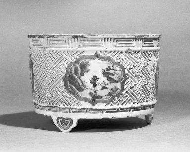<em>Bowl</em>, ca. 17th century. Porcelain, 3 11/16 x 5 1/2 in. (9.4 x 13.9 cm). Brooklyn Museum, Anonymous gift, 47.219.52. Creative Commons-BY (Photo: Brooklyn Museum, 47.219.52_bw.jpg)