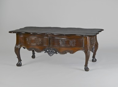 <em>Low Estrado Table</em>, second half 18th century. Mahogany, 20 1/2 x 50 x 28 1/2 in. (52.1 x 127 x 72.4 cm). Brooklyn Museum, Frank L. Babbott Fund, Frank Sherman Benson Fund, Carll H. de Silver Fund, A. Augustus Healy Fund, Caroline A.L. Pratt Fund, Charles Stewart Smith Memorial Fund, and Ella C. Woodward Memorial Fund, 48.206.10. Creative Commons-BY (Photo: Brooklyn Museum, 48.206.10_PS4.jpg)