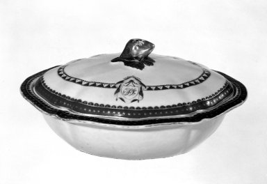 <em>Covered Vegetable Dish</em>, 1790-1810. Porcelain Brooklyn Museum, Gift of Mrs. William Sterling Peters, 48.207.200. Creative Commons-BY (Photo: Brooklyn Museum, 48.207.200_bw.jpg)