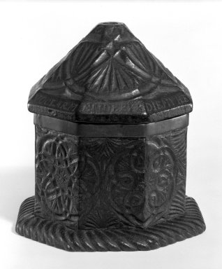 <em>Box</em>, 1774. Oak, Other: 6 3/8 x 6 in. (16.2 x 15.2 cm). Brooklyn Museum, Museum Collection Fund, 49.188. Creative Commons-BY (Photo: Brooklyn Museum, 49.188_bw.jpg)