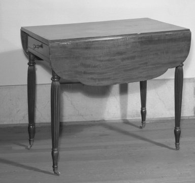 American. <em>Drop Leaf Table</em>, ca. 1800. Mahogany, 29 x 34 x 2 1/2 in. (73.7 x 86.4 x 6.4 cm). Brooklyn Museum, Bequest of Mrs. William Sterling Peters, 50.141.168. Creative Commons-BY (Photo: Brooklyn Museum, 50.141.168_acetate_bw.jpg)