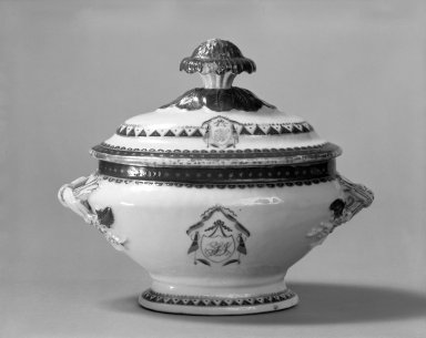 <em>Gravy Boat and Plate</em>, 1790-1810. Porcelain, Chinese export ware. 