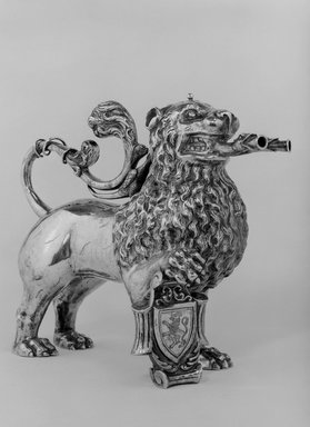 <em>Aquamanile or Laver</em>, 19th century. Silver, 9 x 11 1/2 x 1 in. (22.9 x 29.2 x 2.5 cm). Brooklyn Museum, Gift of Stephen Ensko, 50.5. Creative Commons-BY (Photo: Brooklyn Museum, 50.5_bw.jpg)
